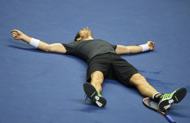 Agotado y sin nafta tras ganar un maratón, Murray cayó al piso