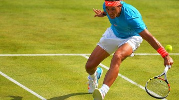 Rafael Nadal avanzando a la red (Foto: Getty Images )
